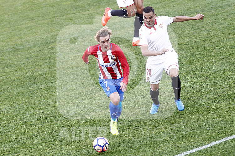 Atletico de Madrid's Antoine Griezmann (l) and Sevilla FC's Gabriel Mercado during La Liga match. March 19,2017. (ALTERPHOTOS/Acero)