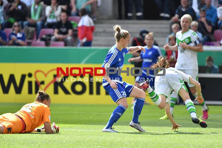 21.05.2016, RheinEnergie Stadion, Koeln, GER, DFB Pokal Finale Frauen 2015/2016  SC Sand vs VfL Wolfsburg  <br /> im Bild / picture shows: <br /> <br /> Angriff Sand Almuth Schult Torwart ( VFL Wolfsburg #01 )verliert den Ball, die Sander sehen eine Chance <br /> hinten Jana Vojtekov&aacute; ( SC Sand #20 ) und Elise Bussaglia ( VFL Wolfsburg #30 )<br /> <br /> <br /> <br /> Foto &copy; nordphoto / meuter