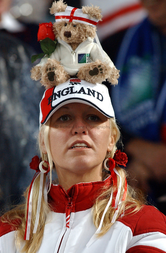 Photo. Steve Holland. .France v England. Semi-final at the Telstra Stadium, Sydney. RWC 2003..16/11/2003..An England fan.