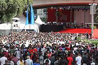 SAO PAULO, SP, 01/05/2012, SHOW CUT.  A festa da CUT que acontece no vale do Anhagabau neste dia 1 de Maio, atraiu um grande numero de pessoas. Luiz Guarnieri/ Brazil Photo. Press.