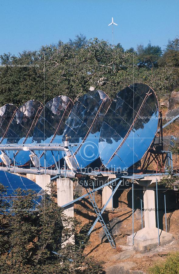 INDIA, Rajasthan, parabol mirror of worlds largest solar cooker at Brahma Kumari Ashram in Mt. Abu, the unit produce steam with sunlight which is used in the ashram kitchen to prepare 20.000 meals a day / INDIEN Rajasthan, Parabolspiegel des weltgroessten Solarkochers im Brahma Kumari Ashram in Mt. Abu, mit Hilfe der Sonnernergie wird Dampf erzeugt, der in der Grosskueche fuer die Zubereitung von 20.000 Mahlzeiten taeglich genutzt werden kann