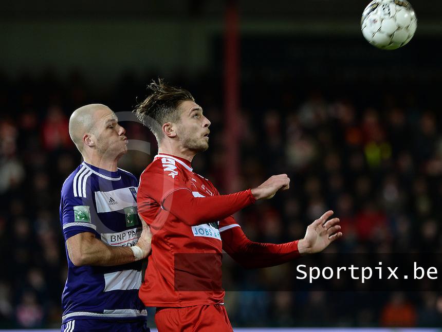 KV Kortrijk - RSC Anderlecht : Thanasis Papazoglou (rechts) klaar voor de borstcontrole met Bram Nuytinck achter zich <br /> Foto VDB / Bart Vandenbroucke