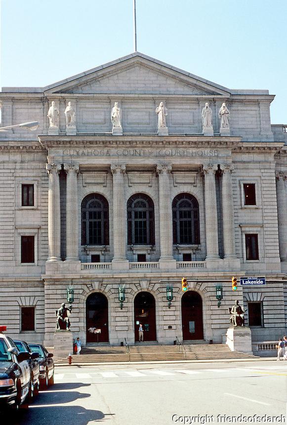 Cleveland: Cuyahoga County Court House, Central Facade. Designer, Charles Morris, a graduate of the Ecole Des Beaux Arts, Paris. Photo '01.