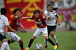 (L to R) Hanae Shibata (Reds Ladies), Homare Sawa (INAC), <br /> AUGUST 17,2014 - Football / Soccer : 2014 Nadeshiko League, between Urawa Reds Ladies 0-1 INAC KOBE LEONESSA at Urawakomaba Stadium, Saitama, Japan. (Photo by Jun Tsukida/AFLO SPORT)