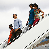 Honolulu, HI - December 25, 2009 -- The First Family disemarks from Air Force One at Hickam Air Force Base on Thursday, December 24, 2009 in Honolulu, Hawaii.  From left to right: Sasha Obama, President Obama, first lady Michelle Obama, and Malia Obama..Credit: Kent Nishimura / Pool via CNP