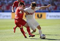 Fussball  1. Bundesliga  Saison 2013/2014  2. Spieltag VfB Stuttgart - Bayer Leverkusen     17.08.2013 Heung-Min Son (li, Bayer 04 Leverkusen) gegen Gotoku Sakai (VfB Stuttgart)