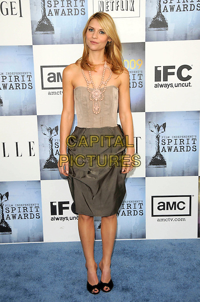 CLAIRE DANES.The 2009 Independent Spirit Awards in Santa Monica, California, USA. .February 21st, 2009 .full length bustier top green grey gray silk skirt gathered black peep toe shoes beige beads necklace strapless .CAP/DVS.©Debbie VanStory/Capital Pictures.