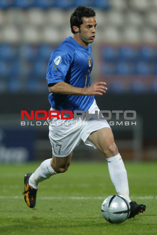 U21 - EM 2004 - Gruppe A<br /> Italien vs. Belarus 1:2<br /> Glandomenico Mesto von Italien.<br /> Foto &copy; nordphoto - Ruediger Lampe<br /> <br />  *** Local Caption *** Foto ist honorarpflichtig! zzgl. gesetzl. MwSt.<br />  Belegexemplar erforderlich<br /> Adresse: nordphoto<br /> Georg-Reinke-Strasse 1<br /> 49377 Vechta
