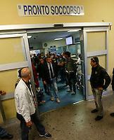 Poliziotto ferito in un conflitto a fuoco durante un servizio antiracket  in Via Leopardi a Napoli , il questore di Napoli Guido Marinoi all ' uscita dell' ospedale Loreto mare dove è ricoverato Nicola Basile