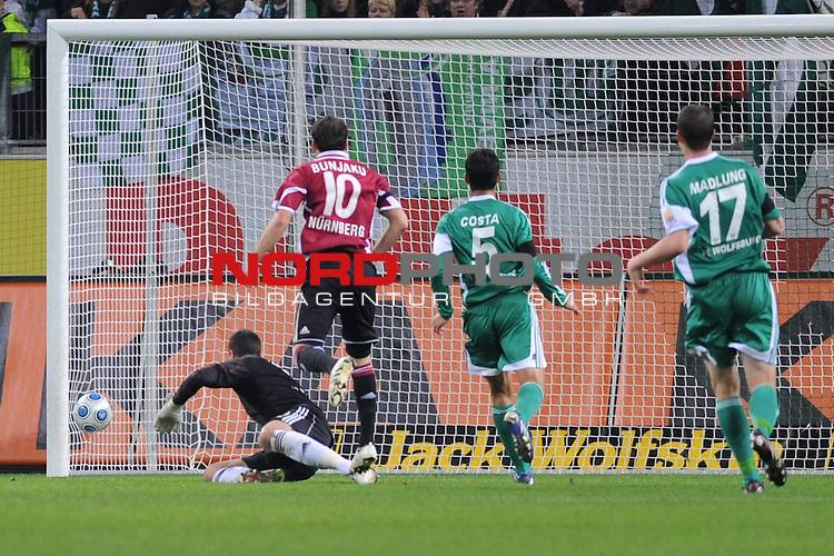 FBL 09/10  13. Spieltag Hinrunde / Stadion: Volkswagen Arena<br /> VfL Wolfsburg vs 1.FC Nuernberg<br /> Albert Bunjaku  (Nuernberg #10) schiesst das 1-0 fuer Nuernberg vorbei an Diego Benaglio (Wolfsburg #01), Ricardo Costa (Wolfsburg #05) und Alexander Madlung (Wolfsburg #17)<br /> Foto &copy; nph ( nordphoto ) *** Local Caption *** *** Local Caption *** <br /> Fotos sind ohne vorherigen schriftliche Zustimmung ausschliesslich fŁr redaktionelle Publikationszwecke zu verwenden.<br /> <br /> Auf Anfrage in hoeherer Qualitaet/Aufloesung
