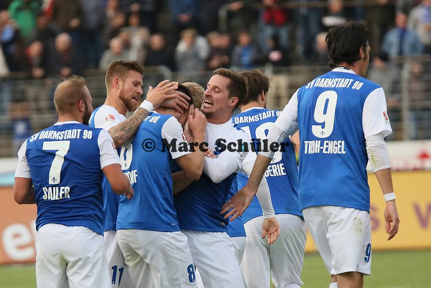 Torjubel um Jerome Gondorf (SV 98) beim 3:0 - SV Darmstadt 98 vs. FSV Frankfurt, Stadion am Boellenfalltor
