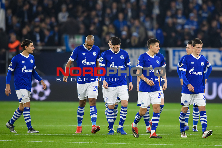 11.12.2018, VELTINS Arena, Gelsenkirchen, Deutschland, GER, UEFA Champions League, Gruppenphase, Gruppe D, FC Schalke 04 vs. FC Lokomotiv Moskva / Moskau<br /> <br /> DFL REGULATIONS PROHIBIT ANY USE OF PHOTOGRAPHS AS IMAGE SEQUENCES AND/OR QUASI-VIDEO.<br /> <br /> im Bild Benjamin Stambouli (#17 Schalke), Naldo (#29 Schalke), Suat Serdar (#8 Schalke), Alessandro Schöpf / Schoepf (#28 Schalke), Benjamin Goller (#39 Schalke)<br /> <br /> Foto © nordphoto / Kurth