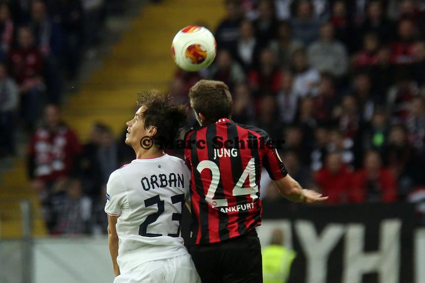 Lucas Orban (Bordeaux) gegen Sebastian Jung (Eintracht) - 1. Spieltag der UEFA Europa League Eintracht Frankfurt vs. Girondins Bordeaux