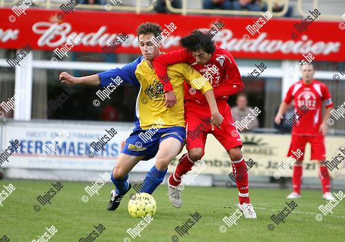 2009-08-29 / Seizoen 2009-2010 / KFC De Kempen - Tubantia Borgerhout / Duel tussen Mohammed Chemlal van Tubantia Borgerhout en Joachim Van Reeth van De Kempen..Foto: Maarten Straetemans (SMB)