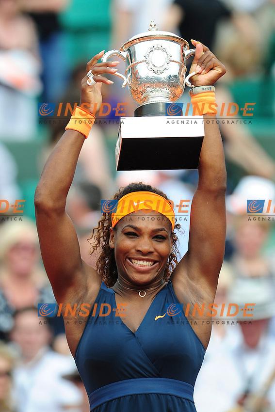 Serena Williams (Usa) - joie trophee <br /> Parigi 8/6/2013<br /> Tennis Roland Garros <br /> Serena Williams Vince il Roland Garros 2013 Finale <br /> Foto Panoramic / Insidefoto<br /> ITALY ONLY