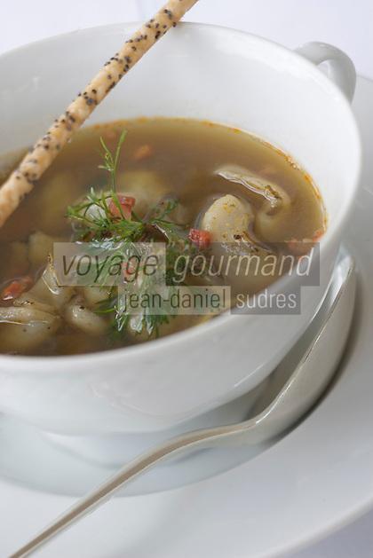 Europe/France/Bretagne/29/Finistère/Carantec: Consommé de Crustacés et Ormeaux aux épices douces recette de Patrick Jeffroy de L'Hotel de Carantec