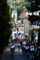 Picture by Richard Blaxall/SWpix.com - 27/09/2018 - Cycling 2018 Road Cycling World Championships Innsbruck-Tiriol, Austria - Men's Junior Road Race - The Peloton moves through Höttinger Gasse.