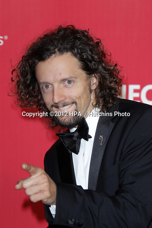 vLOS ANGELES - FEB 10:  Jason Mraz arrives at the 2012 MusiCares Gala honoring Paul McCartney at LA Convention Center on February 10, 2012 in Los Angeles, CA
