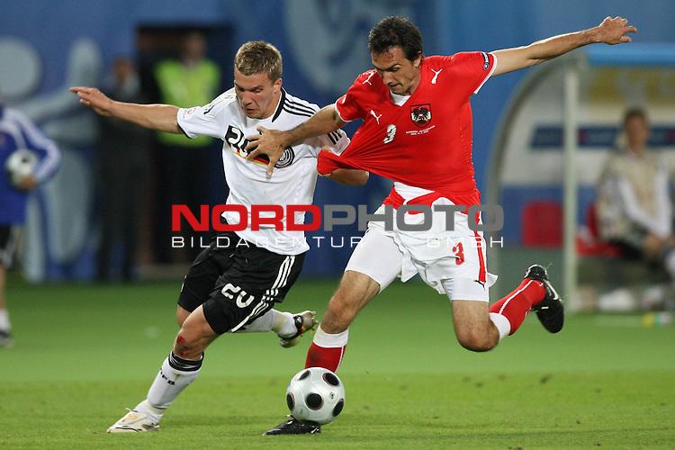 UEFA Euro 2008 Group B Match 20 Wien - Ernst-Happel-Stadion. &Ouml;sterreich ( AUT ) - Deutschland ( GER ). <br /> Lukas Podolski ( Germany / Angreifer / Forward / Bayern Muenchen #20 ) (l) im Kampf um den Ball mit Martin Stranzl ( Austria / Verteidiger / Defender / Spartak Moskva #03 ) (r).<br /> Foto &copy; nph (  nordphoto  )
