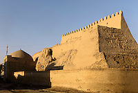 Stadtmauer der Altstadt Ichan Qala, Chiwa, Usbekistan, Asien, UNESCO-Weltkulturerbe<br /> city wall of the  hitoric city Ichan Qala, Chiwa, Uzbekistan, Asia, UNESCO heritage site
