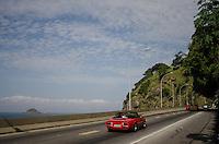 RIO DE JANEIRO, RJ, 17.05.2014 - CLIMA TEMPO / SAO CONRADO - Dia de sol com poucas nuvens neste sabado  em Sao Conrado zona sul do Rio de Janeiro. (Foto: Tercio Teixeira / Brazil Photo Press).
