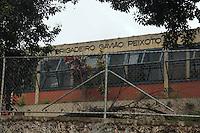 SÃO PAULO,SP, 30.11.2015 - OCUPAÇÃO-ESCOLAS - Movimentação durante ocupação da Escola Estadual Brigadeiro Gavião Peixoto em Perus, na zona norte de São Paulo, em ato contra o fechamento de escolas e o plano de reestruturação do ensino proposto pelo governo Geraldo Alckmin (PSDB) para 2016, nesta segunda-feira (30). (Foto: Marcio Ribeiro/Brazil Photo Press)