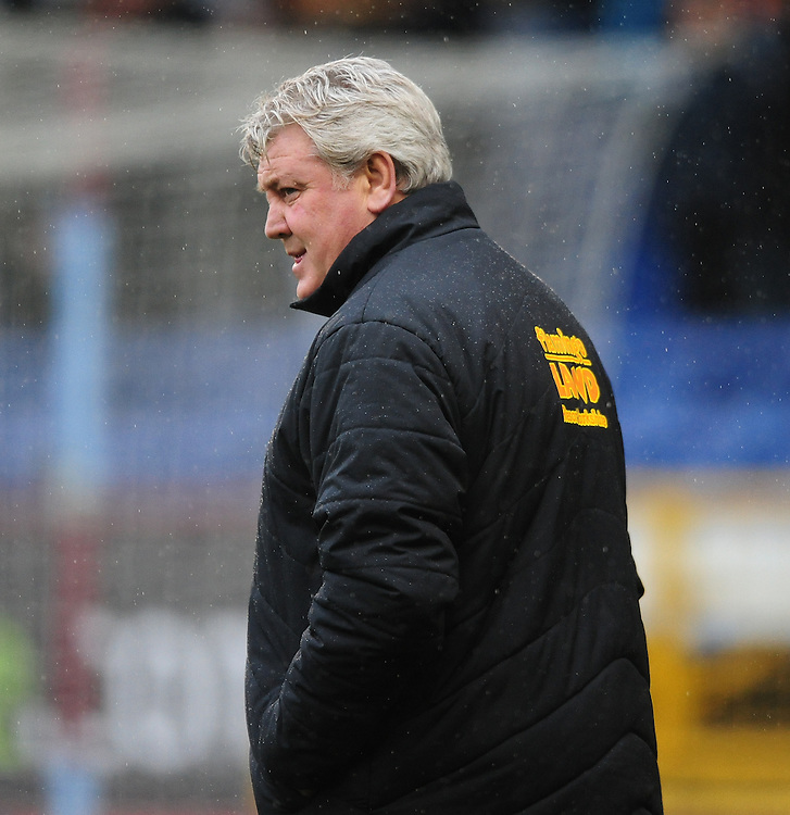 Hull City manager Steve Bruce <br /> <br /> Photographer Chris Vaughan/CameraSport<br /> <br /> Football - The Football League Sky Bet Championship - Burnley v Hull City - Saturday 6th February 2016 - Turf Moor - Burnley <br /> <br /> &copy; CameraSport - 43 Linden Ave. Countesthorpe. Leicester. England. LE8 5PG - Tel: +44 (0) 116 277 4147 - admin@camerasport.com - www.camerasport.com