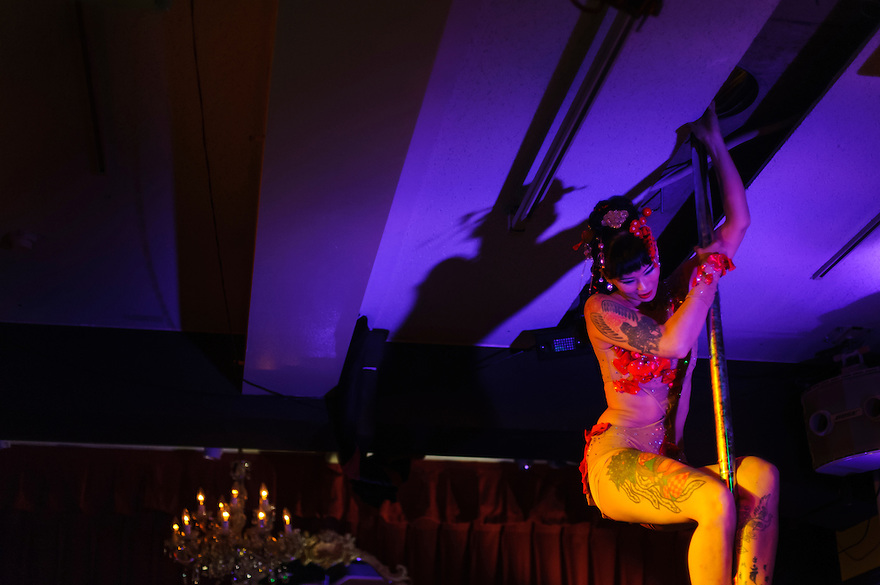 Pole dancer Lu Nagata of Les Oiseaux Noirs Cabaret performing in Roppongi, Zero Hour club, Tokyo, Japan, June 27, 2012. The group formed for just four performances in 2012 and mixed song, instrumental performance, pole dancing, tango and yoyo.