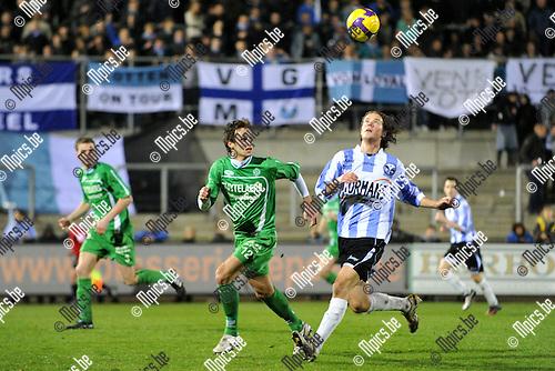 2011-03-19 / voetbal / seizoen 2010-2011 / Verbroedering Geel-Meerhout - Dessel Sport / Martijn Plessers (r) (VGM) probeert de bal onder controle te brengen voor Gregory Willems (l) (Dessel)