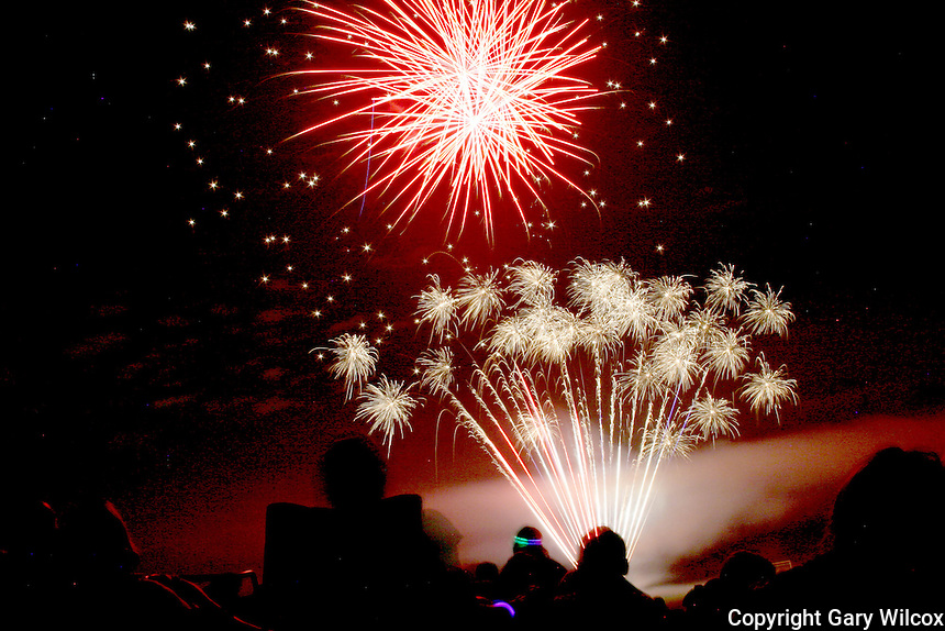 07/04/2010.... Lincoln residents celebrated the Independence Day Fireworks show Sunday July 4 2010, at  the Lincoln Public School in Lincoln MA.   (Photo by Gary Wilcox).