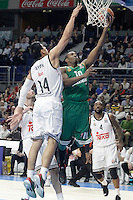 Real Madrid's Gustavo Ayon (l) and Panathinaikos Athens' DeMarcus Nelson during Euroleague match.January 22,2015. (ALTERPHOTOS/Acero) /NortePhoto<br />