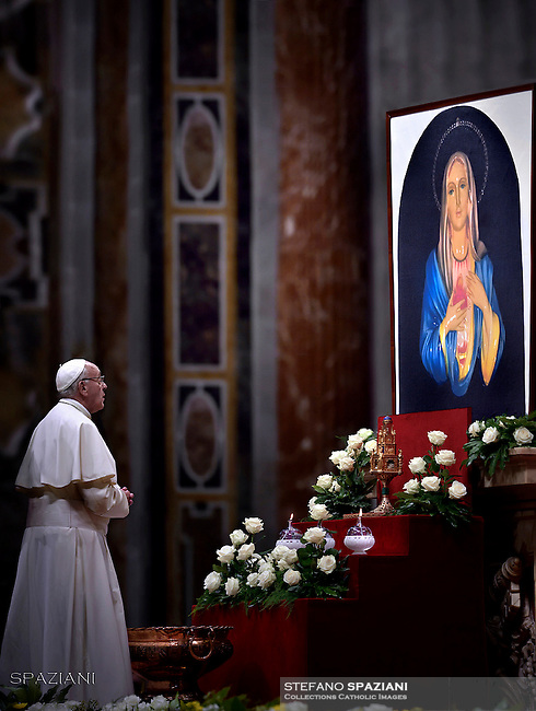 """Pope Francis prays in front of the image of Our Lady of Tears in Syracuse, During The """"To Dry the Tears"""" vigil for people in suffering, to mark the Catholic feast of Ascension at the Saint Peter's Basilica in the Vatican. On May 5, 2016"""