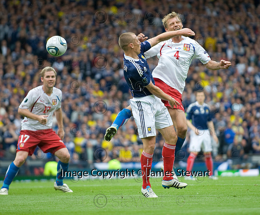 KENNY MILLER CATCHES JAN RAJNOCH WITH HIS ARM
