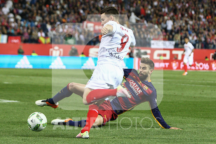 FC Barcelona's Gerard Pique and Sevilla CF's Kevin Gameiro during Spanish Kings Cup Final match. May 22,2016. (ALTERPHOTOS/Rodrigo Jimenez)