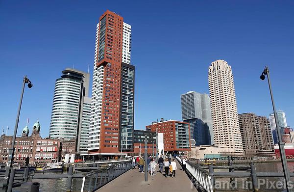 Nederland Rotterdam 2019 . Brug vanaf Katendrecht naar de Wilhelminapier . Foto Berlinda van Dam / Hollandse hoogte