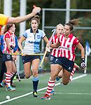 AMSTELVEEN - Tess van Ramshorst (Hurley) met Renee van den Brand (HDM) . Hoofdklasse competitie dames, Hurley-HDM (2-0) . FOTO KOEN SUYK