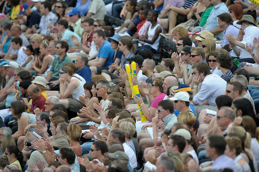 Photo: Ady Kerry/Richard Lane Photography. .Aviva London Grand Prix, Crystal Palace. 26/07/2008. .Athletics crowd.