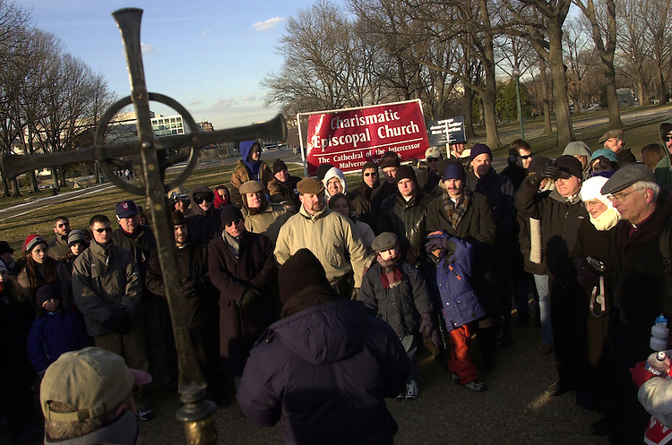prolife13/012203  - Pro-life demonstrators pray in front of the Capitol on the 30th anniversary of Roe v. Wade.