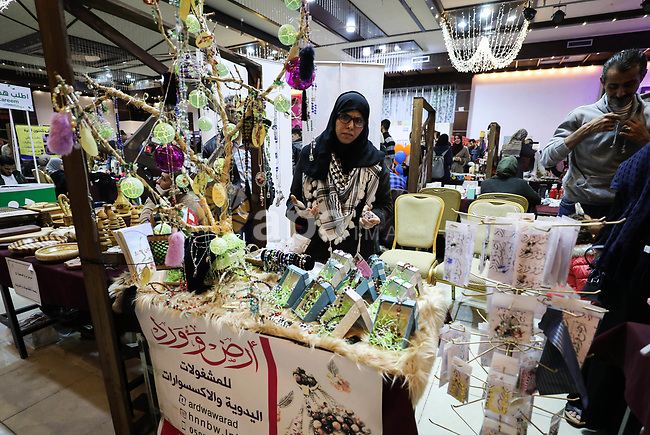 """Palestinians attend the exhibition of """"Palestinian Mirrors"""" for traditional handmade crafts, in Gaza city on December 8, 2019. Photo by Mahmoud Ajjour"""