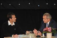 SCHAATSEN: HOOGEVEEN: hoofdkantoor TVM verzekeringen, 02-11-2012, Perspresentatie TVM schaatsploeg, Jacco Eltingh, Arjan Bos (president-directeur TVM), ©foto Martin de Jong