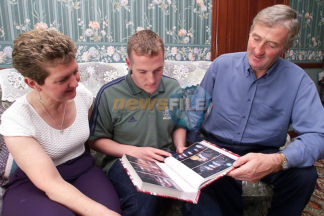 Colin Lowth at home with his parents..Picture: Paul Mohan/Newsfile