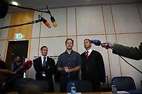 Der Angeklagte Alexander Falk mit seinen Verteidigern im Landgericht Frankfurt - 21.08.2019: Prozessauftakt gegen Alexander Falk