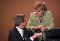 Berlin, Mittwoch (29.05.13), Bundeskanzlerin Angela Merkel (CDU) und Außenminister Guido Westerwelle (FDP) vor Beginn der Sitzung des Bundeskabinetts im Bundeskanzleramt in Berlin..Foto: Michael Gottschalk/CommonLens