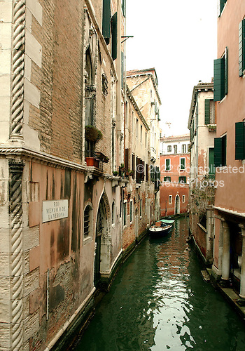 Venice, Italy - March 24, 2006 -- Residential buildings on both sides of the Rio Menuo O de la Verona Canal in Venice, Italy on March 24, 2006.  Scenes like this are typical throughout the city..Credit: Ron Sachs / CNP