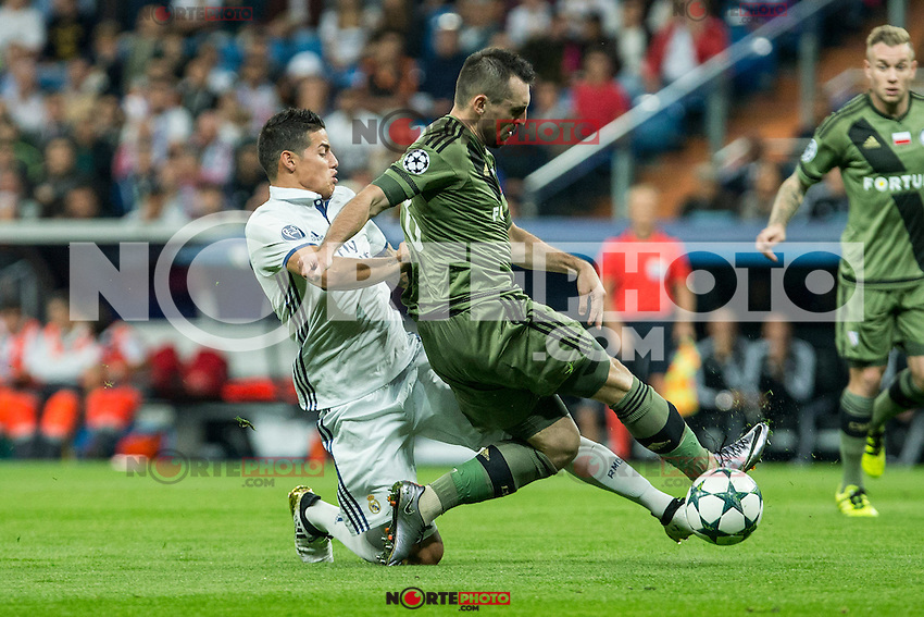 Real Madrid's James Rodriguez ans Legia Warszawa's Guilherme during the match of UEFA Champions League group stage between Real Madrid and Legia de Varsovia at Santiago Bernabeu Stadium in Madrid, Spain. October 18, 2016. (ALTERPHOTOS/Rodrigo Jimenez) /NORTEPHOTO.COM