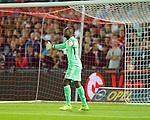 Nederland, Rotterdam, 13 september 2014<br /> Eredivisie<br /> Seizoen 2014-2015<br /> Feyenoord-Willem ll<br /> Kenneth Vermeer, keeper (doelman) van Feyenoord geeft aanwijzingen.