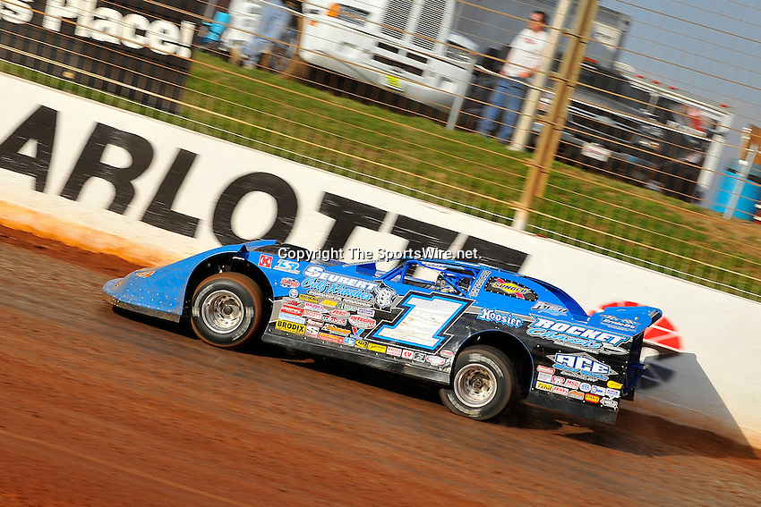 Mar 29, 2009; 6:06:10 PM; Concord, NC, USA; World of Outlaws Series race for the Circle K Colossal 100 at the Dirt Track Lowes Motor Speedway.  Mandatory Credit: (thesportswire.net)