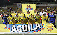 BUCARAMANGA-COLOMBIA-12-12-2015. Jugadores de Bucaramanga posan para una foto previo al encuentro donde Atlético Bucaramanga obtuvo el título como campeones del Torneo Águila 2015 después del encuentro de vuelta con Fortaleza FC jugado en el estadio Alfonso López de Bucaramanga./ Players of Bucaramanga pose to a photo prior the match where Atletico Bucaramanga won the title as champion of Aguila Tournament 2015 after the second leg match against Fortaleza FC played at Alfonso Lopez stadium in Bucaramanga. Photo: VizzorImage / Duncan Bustamante / Cont