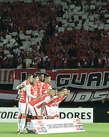 BOGOTA- COLOMBIA – 18-03-2015: Los jugadores del Independiente Santa Fe de Colombia, posan para una foto durante partido entre Independiente Santa Fe de Colombia y Atletico Mineiro de Brasil por la segunda fase, grupo 4, de la Copa Bridgestone Libertadores en el estadio Nemesio Camacho El Campin, de la ciudad de Bogota.  / The players of Independiente Santa Fe of Colombia pose for a photo during a match between Independiente Santa Fe of Colombia and Zamora of Venezuela for the second phase, group 4, of the Copa Bridgestone Libertadores in the Nemesio Camacho El Campin in Bogota city. Photo: VizzorImage / Gabriel Aponte / Staff.