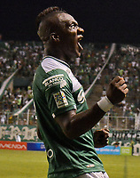 CALI - COLOMBIA -08-04 -2017: Miguel Murillo, jugador de Deportivo Cali celebra el gol anotado a Rionegro Aguilas,  durante partido de la fecha 12 entre Deportivo Cali y Rionegro Aguilas, por la Liga Aguila I-2017, jugado en el estadio Deportivo Cali (Palmaseca) de la ciudad de Cali. / Miguel Murillo, player of Deportivo Cali celebrates a scored goal to Rionegro Aguilas, during a match of the date 12 between Deportivo Cali and Rionegro Aguilas, for the Liga Aguila I-2017 at the Deportivo Cali (Palmaseca) stadium in Cali city. Photo: VizzorImage  / Nelson Rios / Cont.